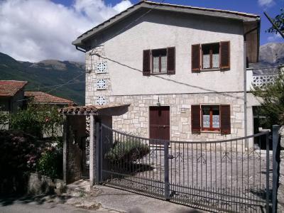 Villa in Vendita a Arquata del Tronto