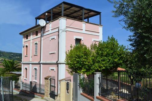 Villa in Vendita a Montefiore dell'Aso