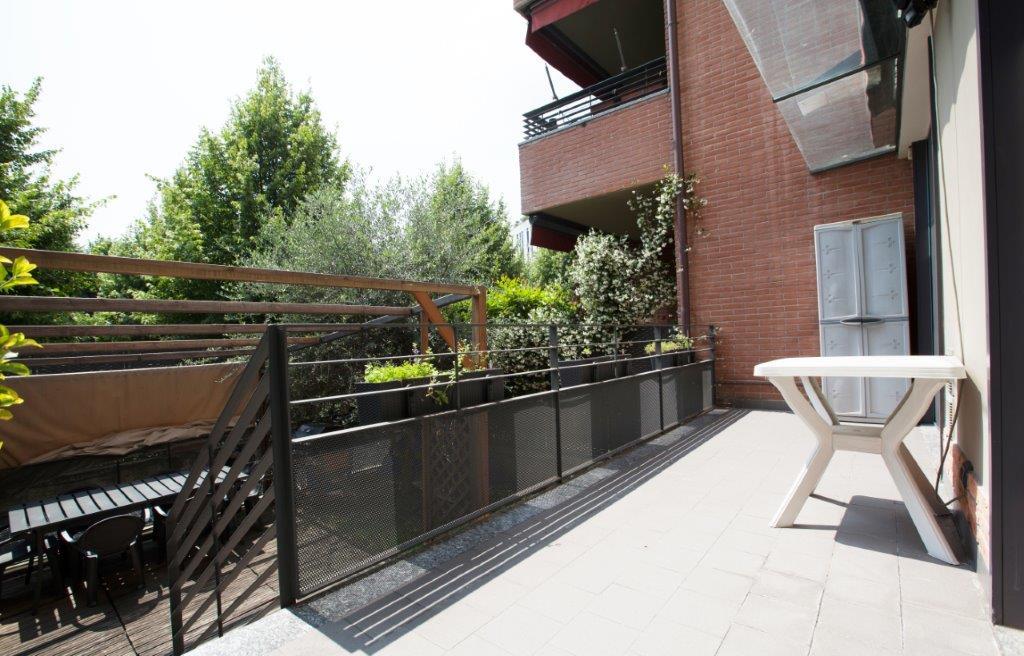 Appartamento con Giardino in Vendita a Milano Cod. DBV1