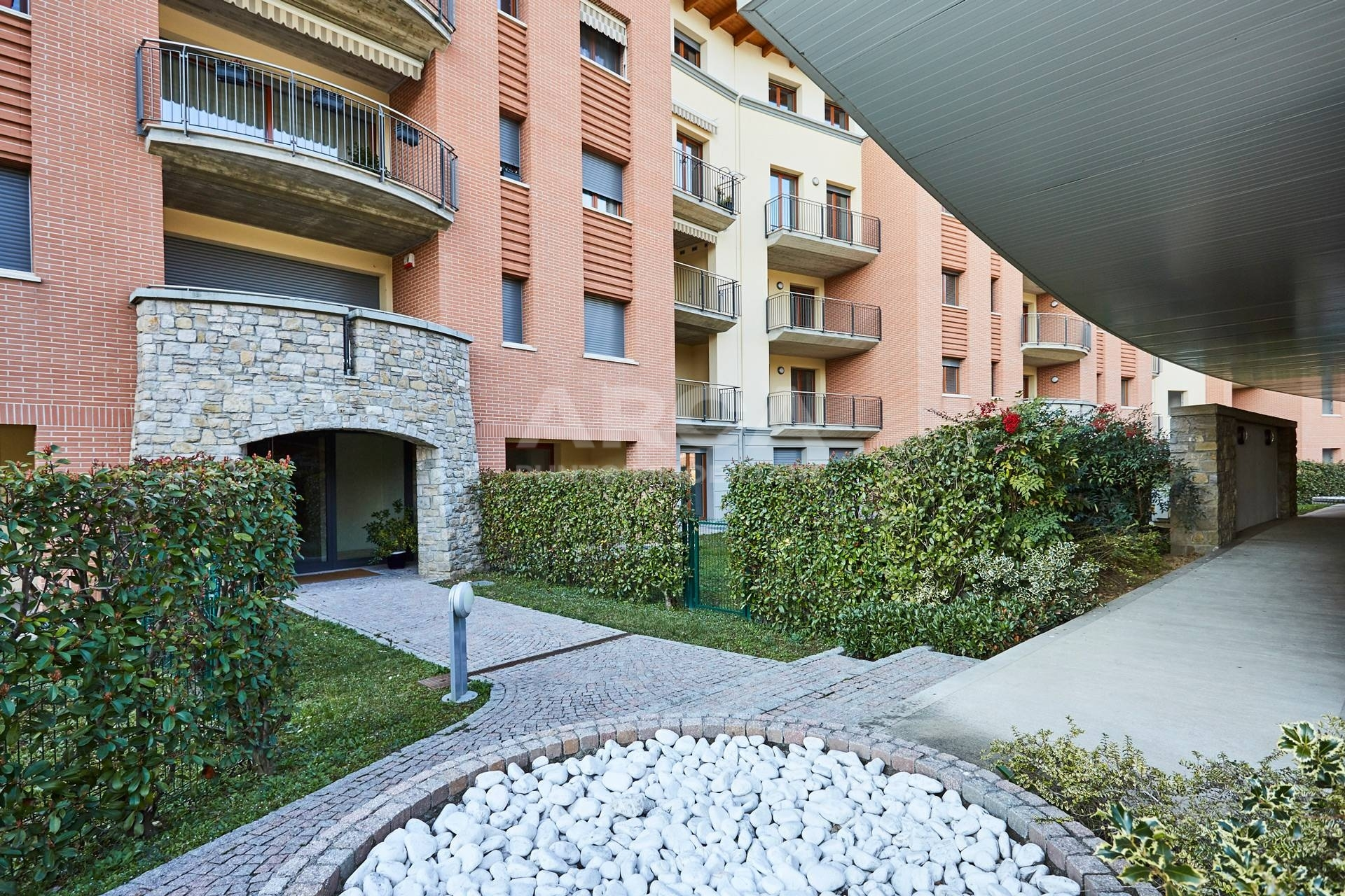 vendita appartamento carnate stazione  178000 euro  3 locali  107 mq