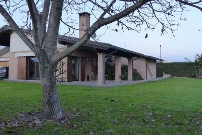 Villa in Vendita a Casalvolone