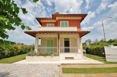 Villa in Bifamiliare in Vendita
