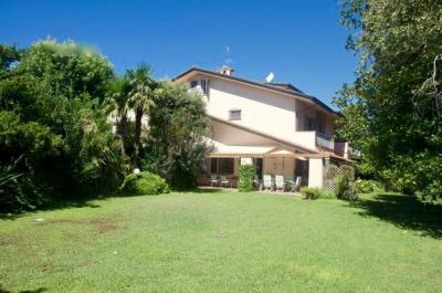 Villa in Bifamiliare in Affitto