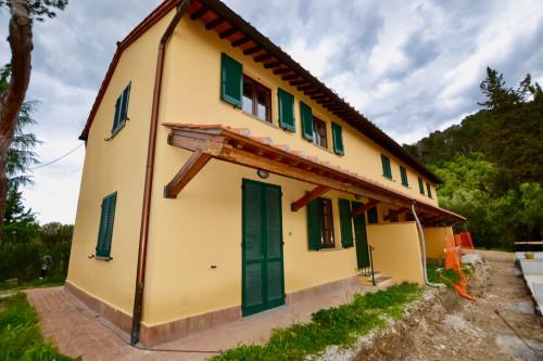 Casa in Trifamiliare in Vendita
