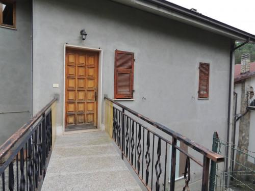 Casa semindipendente in Vendita a Osiglia