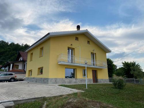 Villa in Vendita a Roccavignale