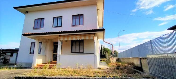 Soluzione Indipendente in vendita a Udine, 6 locali, prezzo € 230.000   CambioCasa.it
