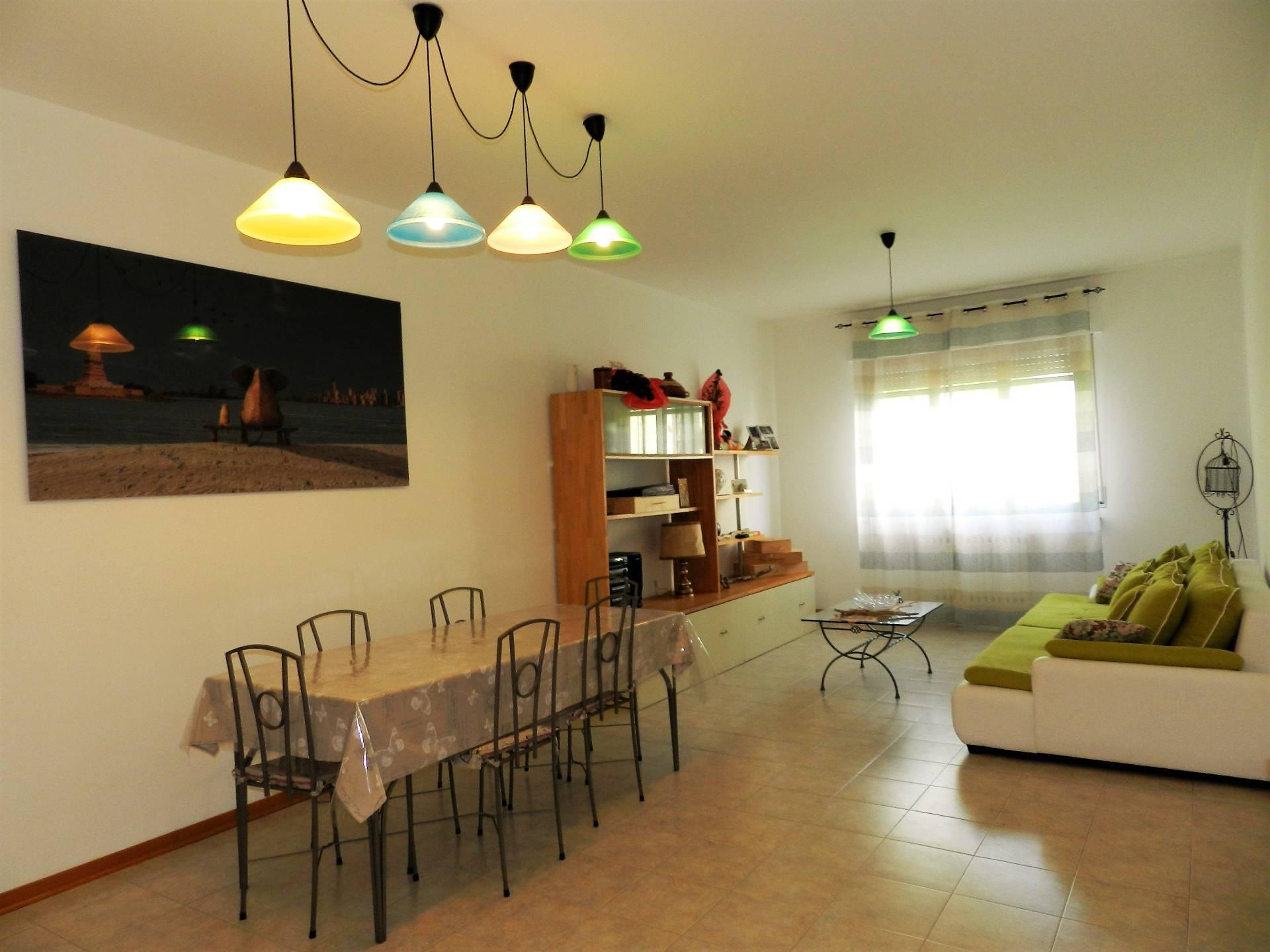 Appartamento in vendita a Lucca, 4 locali, zona Località: S.Anna, prezzo € 165.000 | Cambio Casa.it