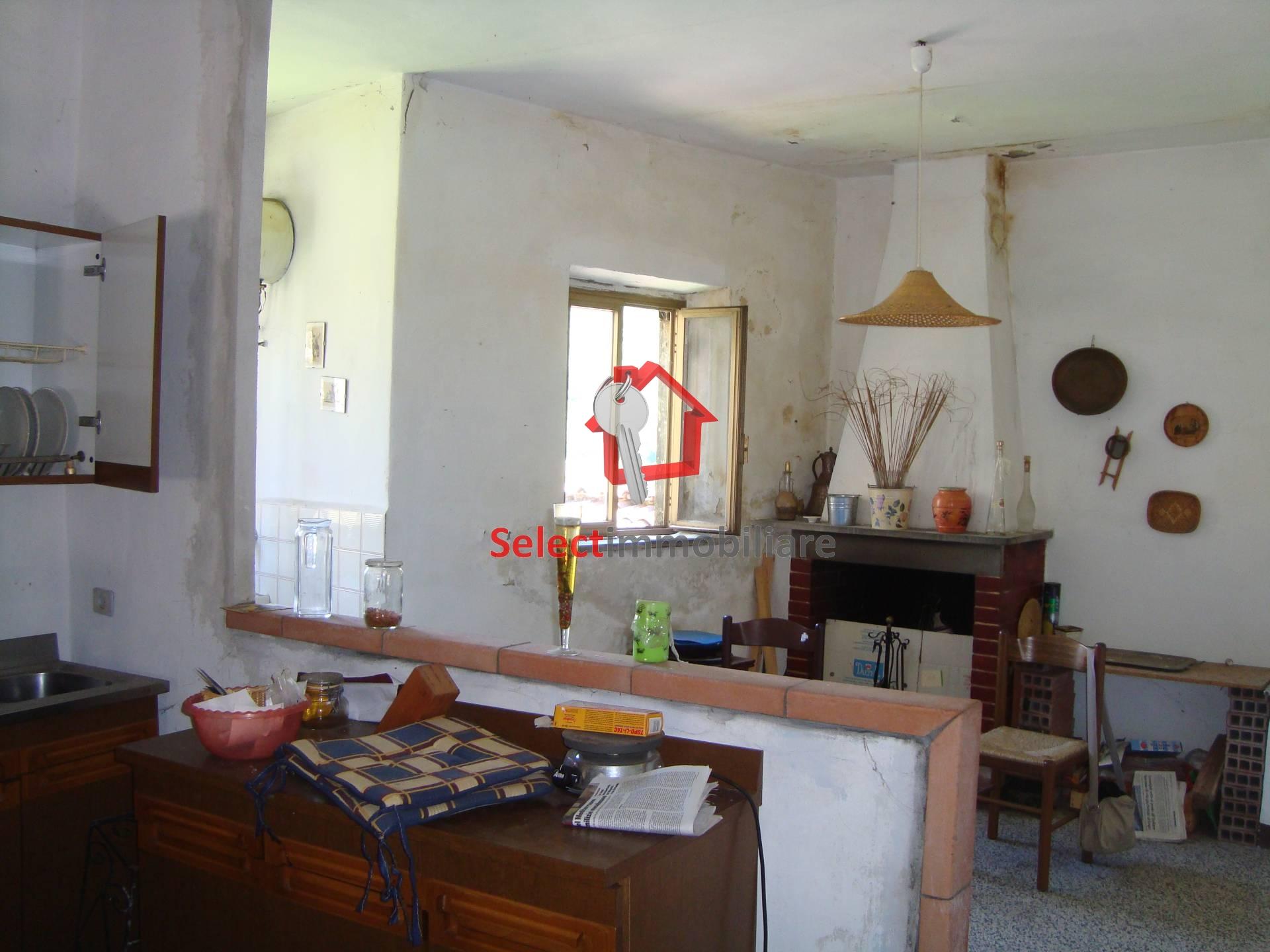 Appartamento in vendita a Borgo a Mozzano, 3 locali, zona Località: capoluogo, prezzo € 28.000 | Cambio Casa.it