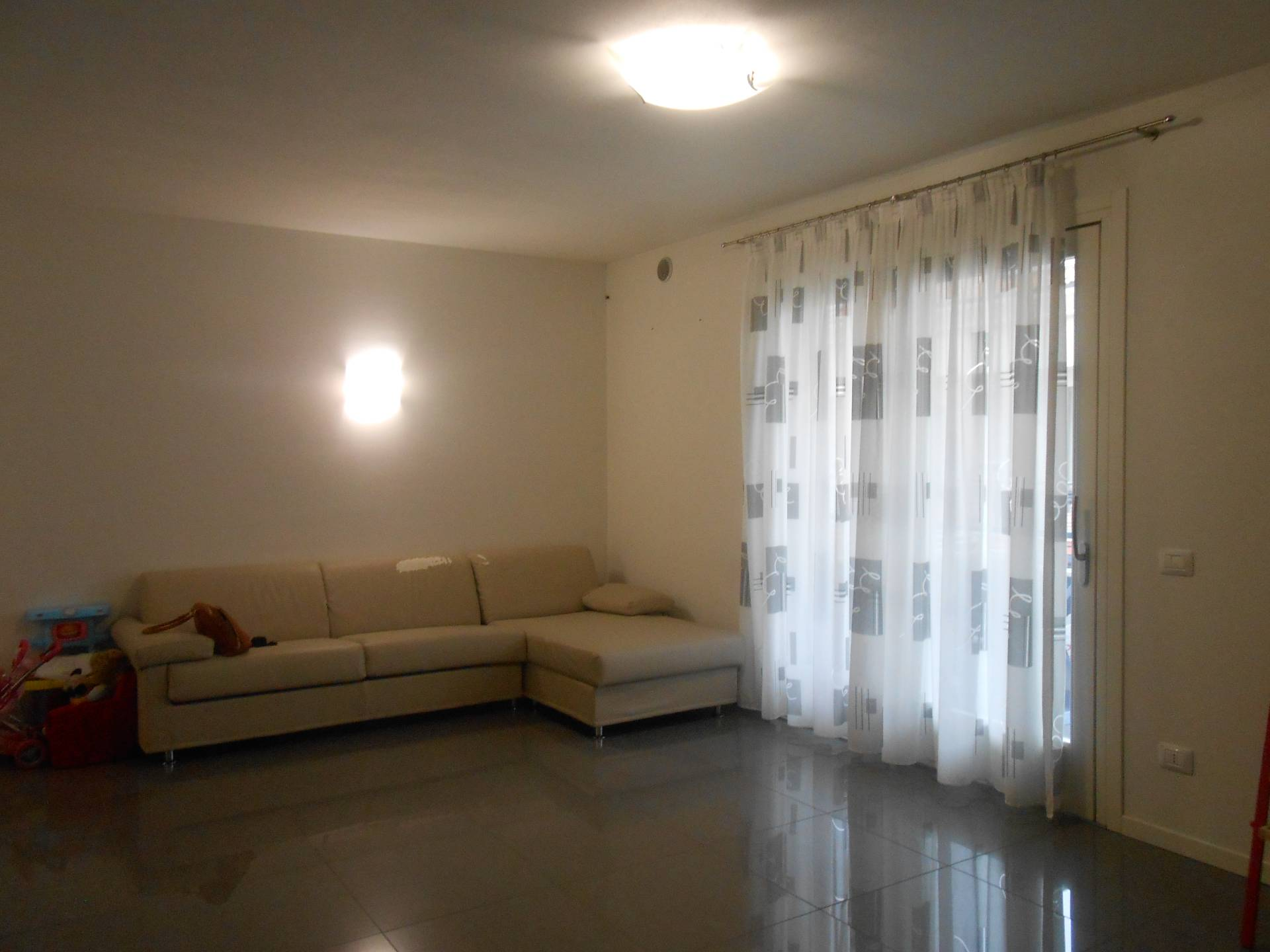 Appartamento in vendita a Santa Lucia di Piave, 6 locali, prezzo € 175.000 | Cambio Casa.it