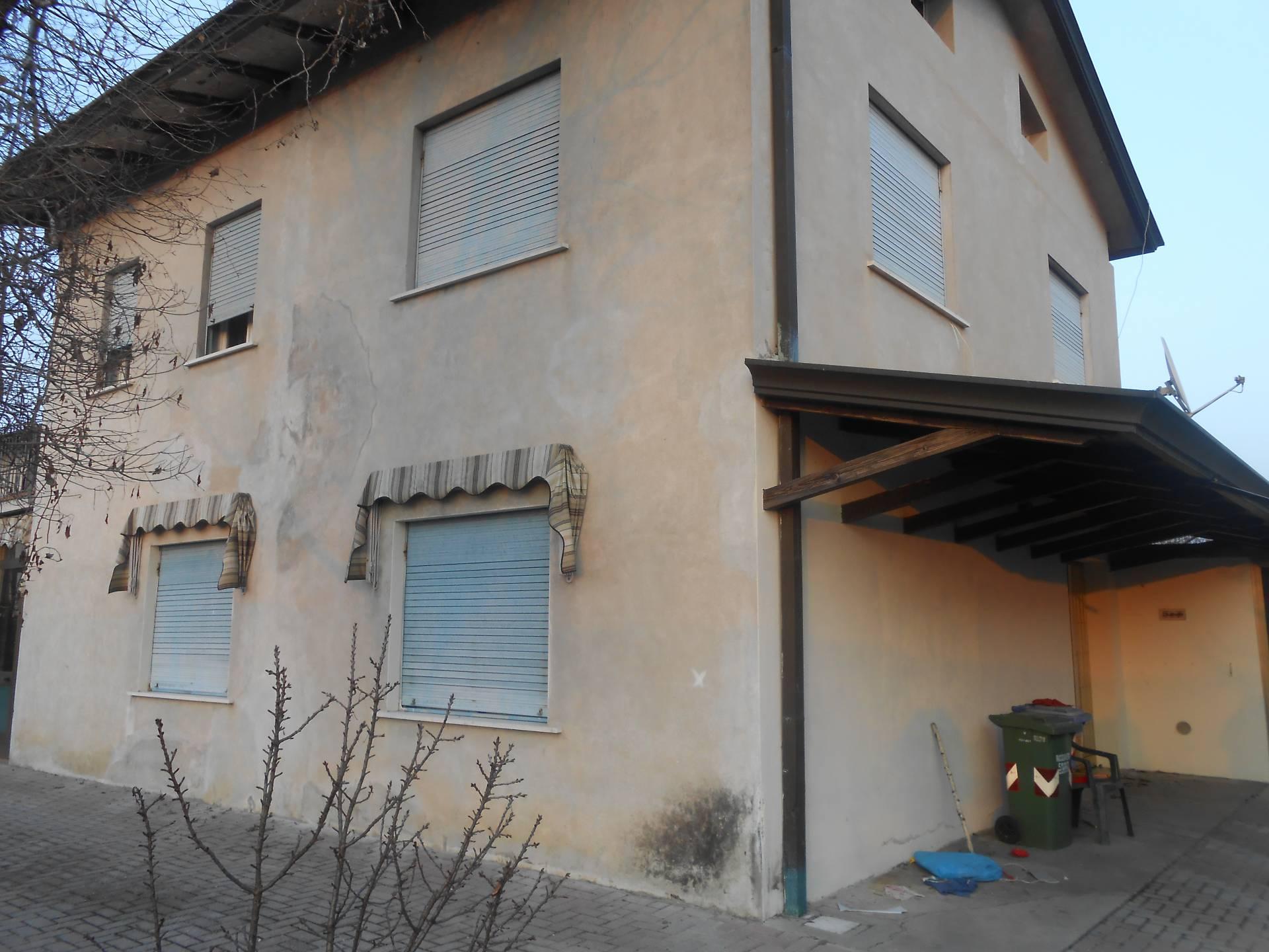 Soluzione Indipendente in vendita a Santa Lucia di Piave, 8 locali, zona Località: S.aLucia, prezzo € 130.000   Cambio Casa.it