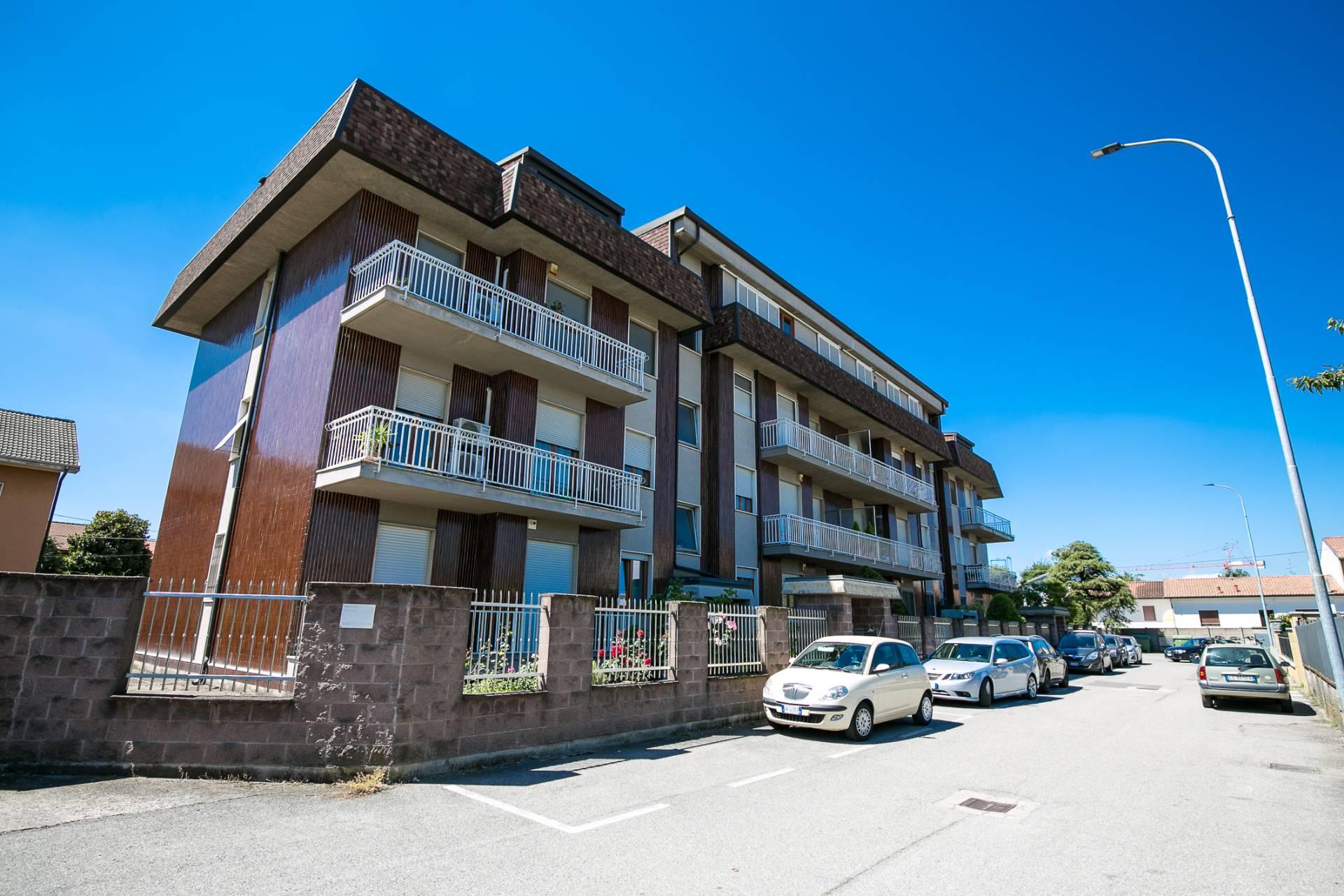 Appartamento in vendita a Origgio, 3 locali, prezzo € 160.000 | CambioCasa.it