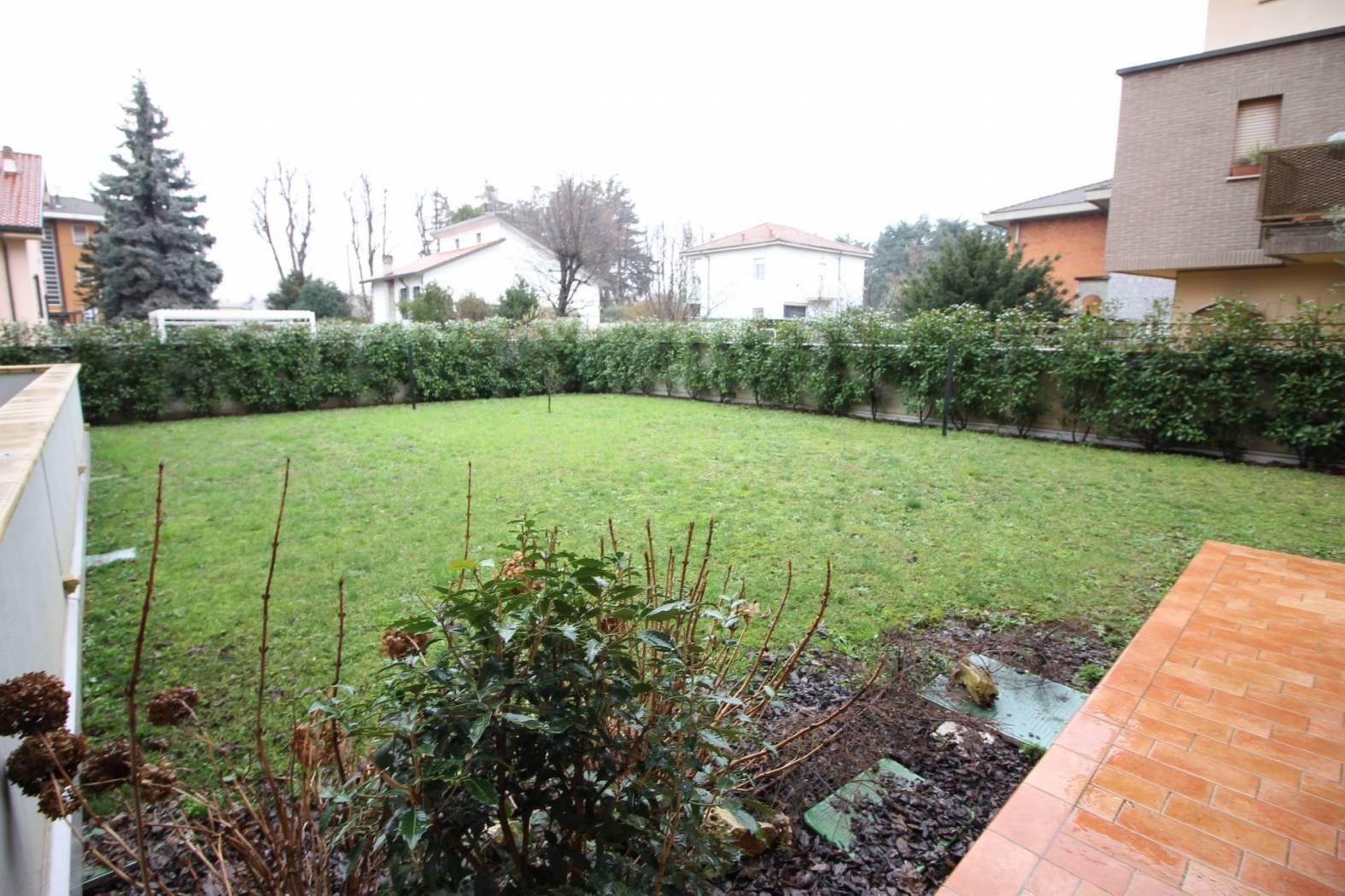 Appartamento in vendita a Caronno Pertusella, 5 locali, prezzo € 449.000   CambioCasa.it