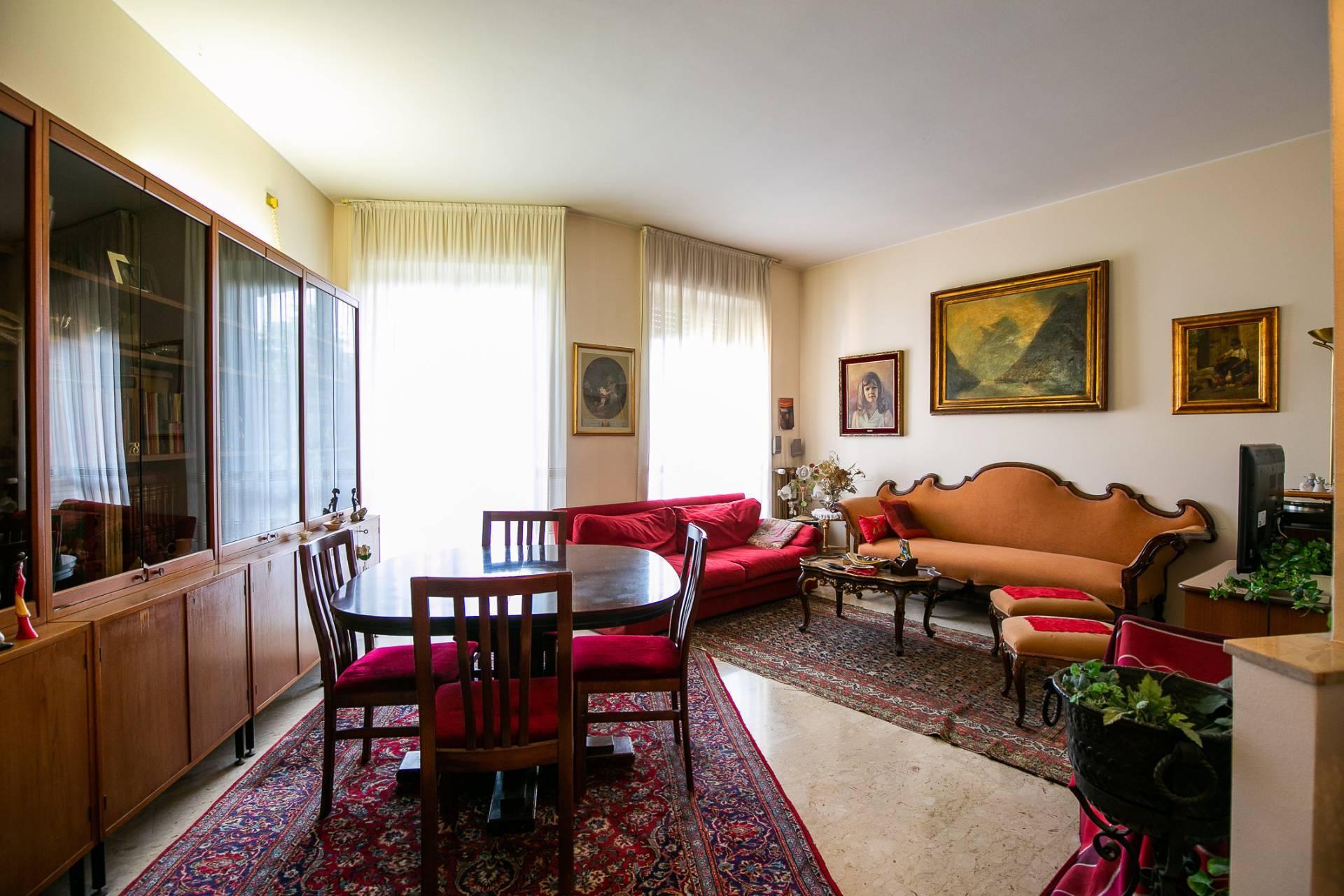 Appartamento in vendita a Saronno, 3 locali, zona Zona: Prealpi, prezzo € 165.000 | CambioCasa.it