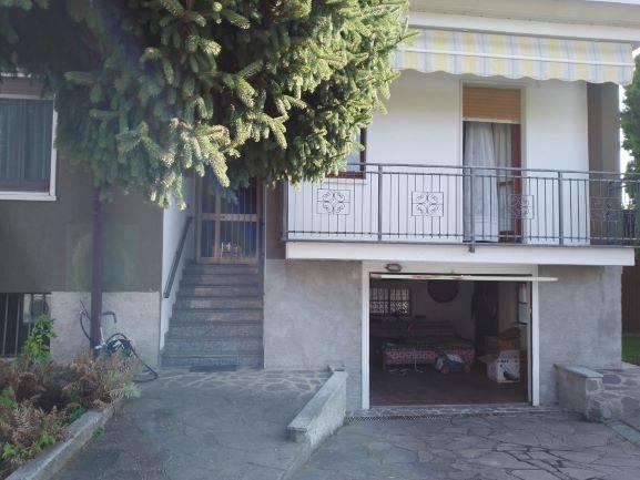 Villa Bifamiliare in Vendita a Caronno Pertusella