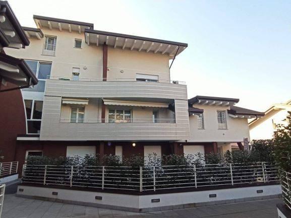 Appartamento in vendita a Origgio, 4 locali, prezzo € 290.000 | CambioCasa.it