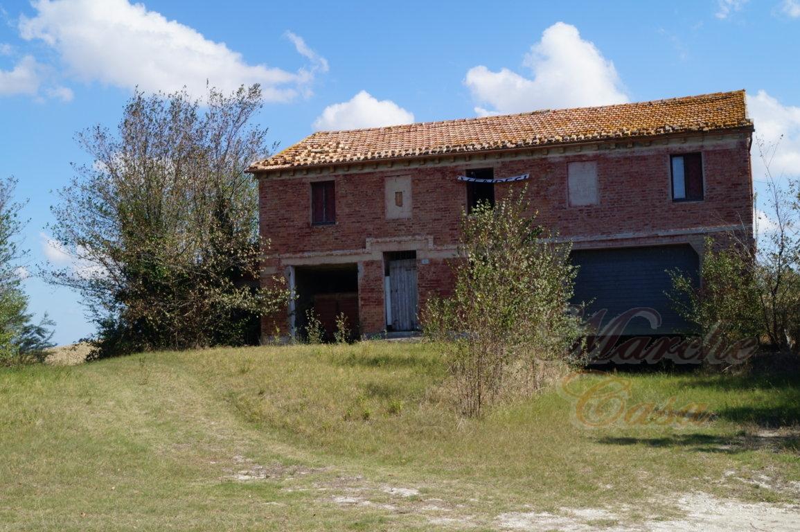 Rustico / Casale in vendita a Ostra, 10 locali, prezzo € 125.000 | CambioCasa.it