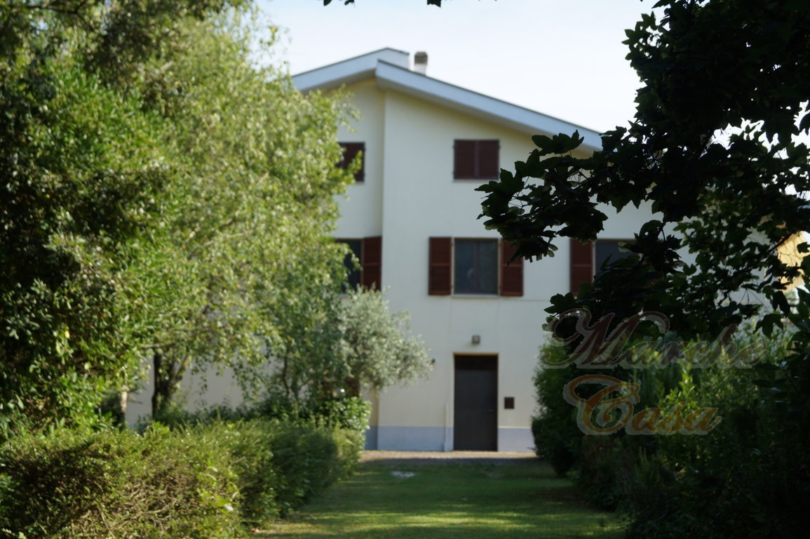 Rustico / Casale in vendita a Treia, 20 locali, prezzo € 400.000 | CambioCasa.it