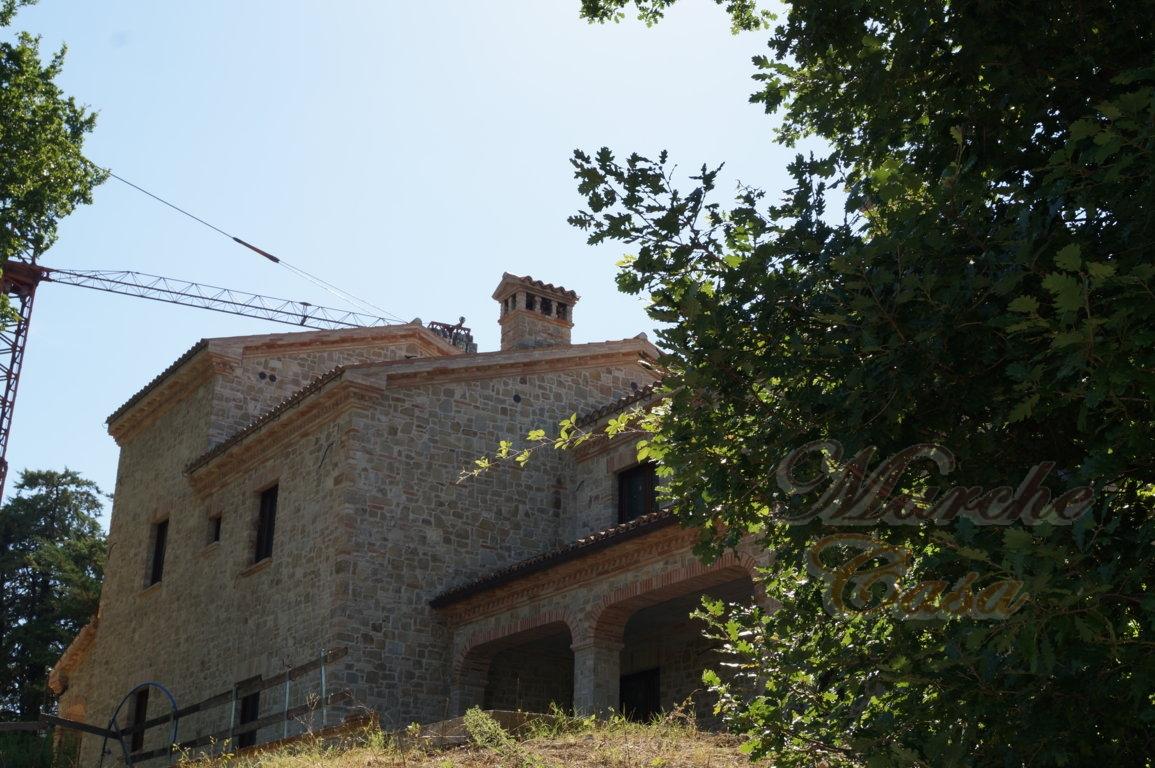 Rustico / Casale in vendita a Cingoli, 20 locali, zona Località: Troviggiano, prezzo € 1.200.000 | CambioCasa.it