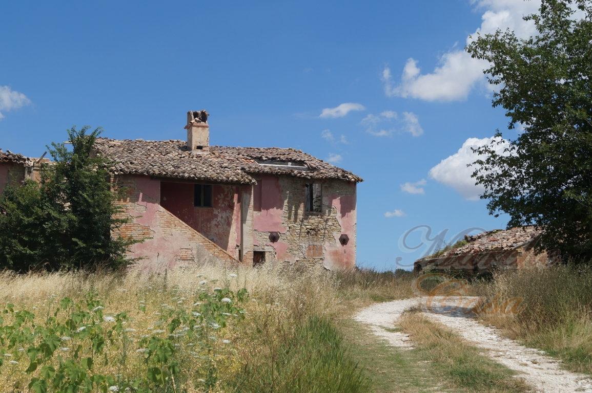 Rustico / Casale in vendita a Treia, 10 locali, prezzo € 115.000 | CambioCasa.it