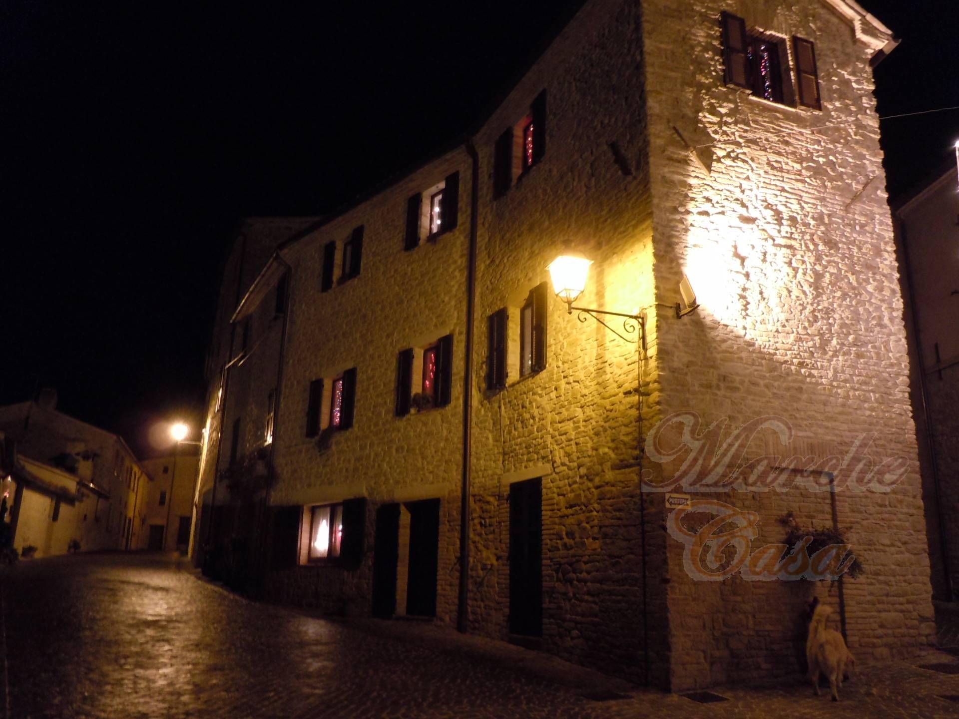 Rustico / Casale in vendita a Arcevia, 8 locali, prezzo € 280.000 | CambioCasa.it