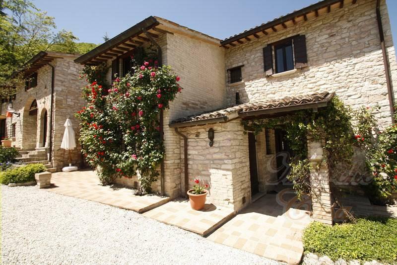 Rustico / Casale in vendita a Urbino, 15 locali, zona Località: MontePolo, prezzo € 790.000 | CambioCasa.it