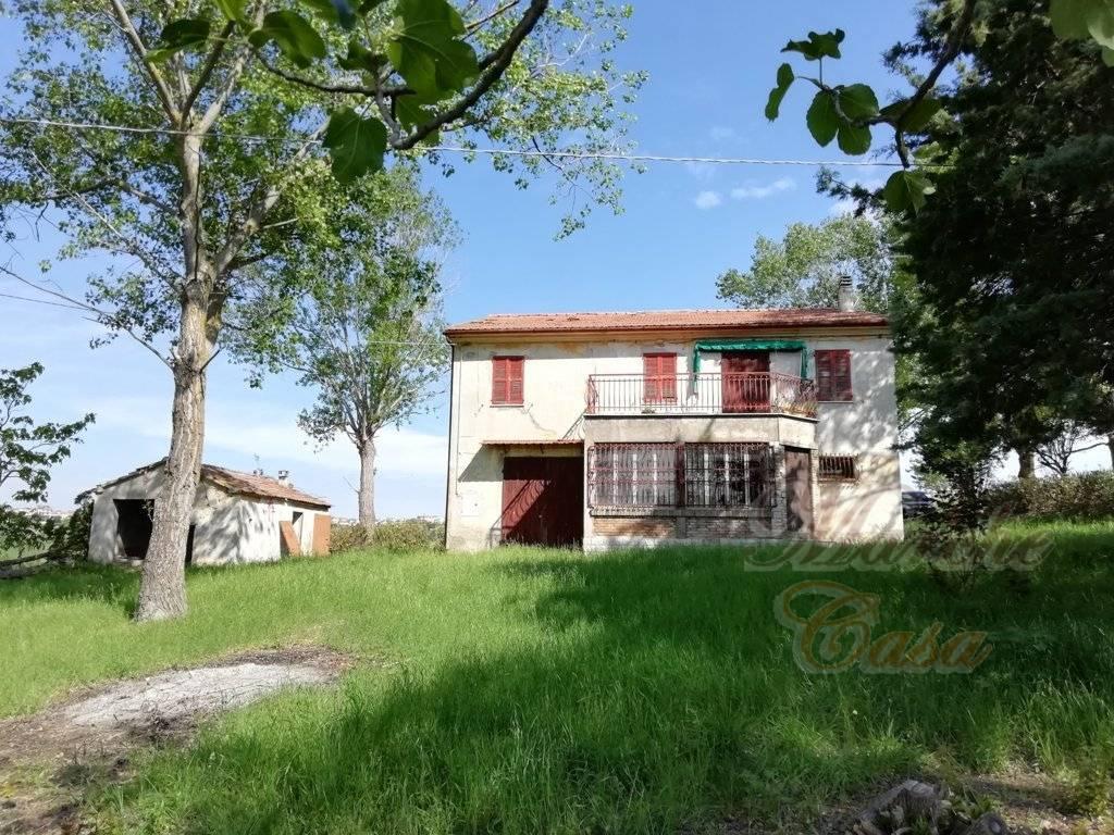 Rustico / Casale in vendita a Santa Maria Nuova, 8 locali, zona Zona: Collina, prezzo € 98.000 | CambioCasa.it