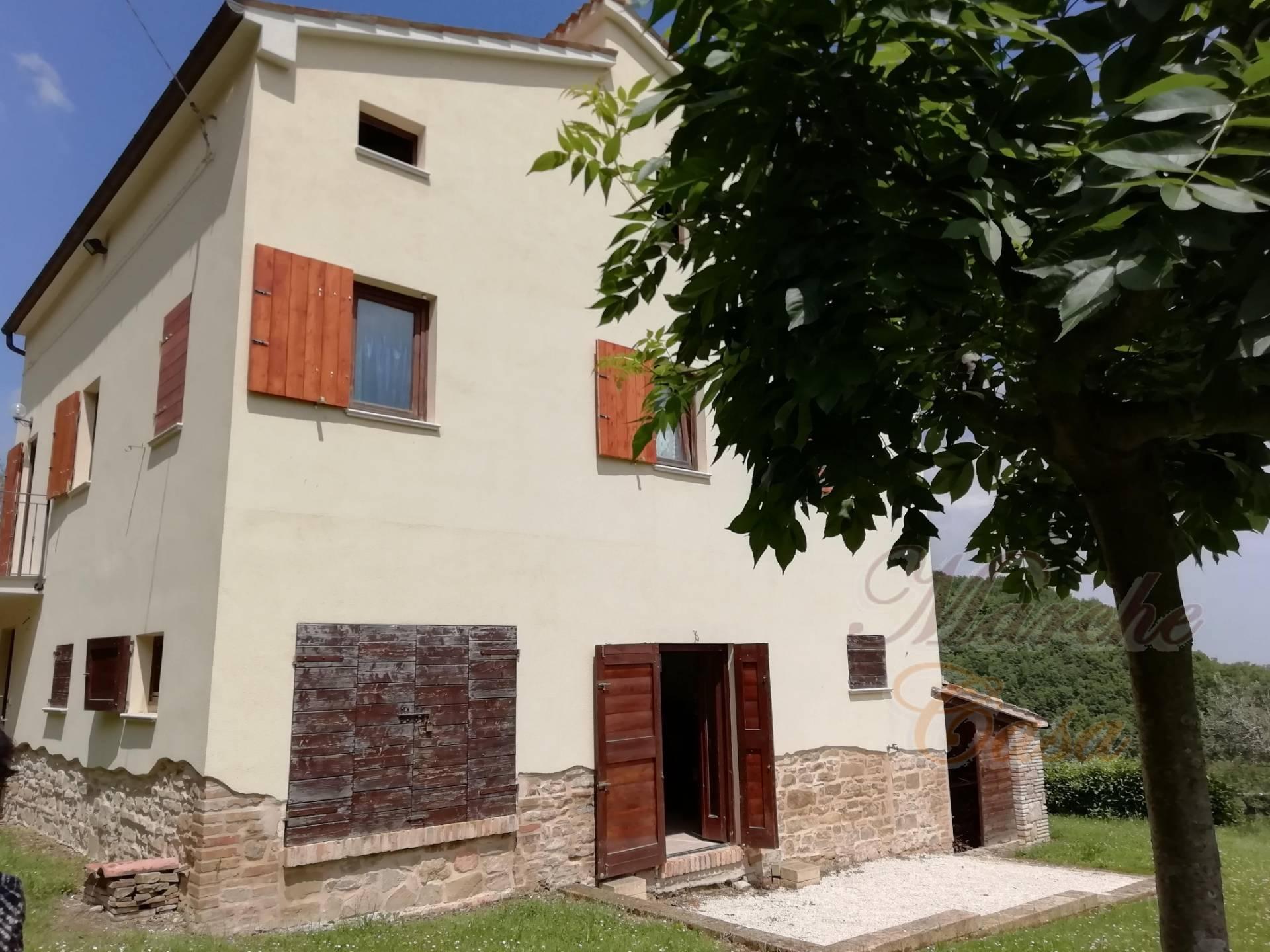 Rustico / Casale in vendita a Cingoli, 8 locali, prezzo € 180.000 | CambioCasa.it