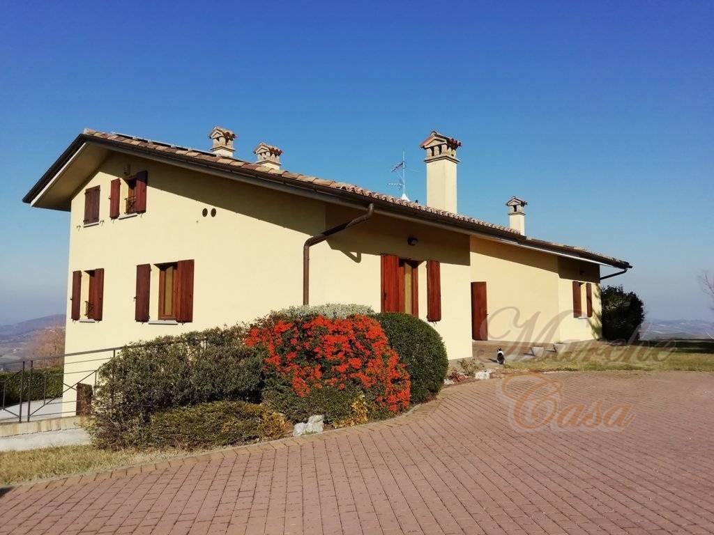 Rustico / Casale in vendita a Urbino, 10 locali, zona Zona: Torre, prezzo € 740.000 | CambioCasa.it