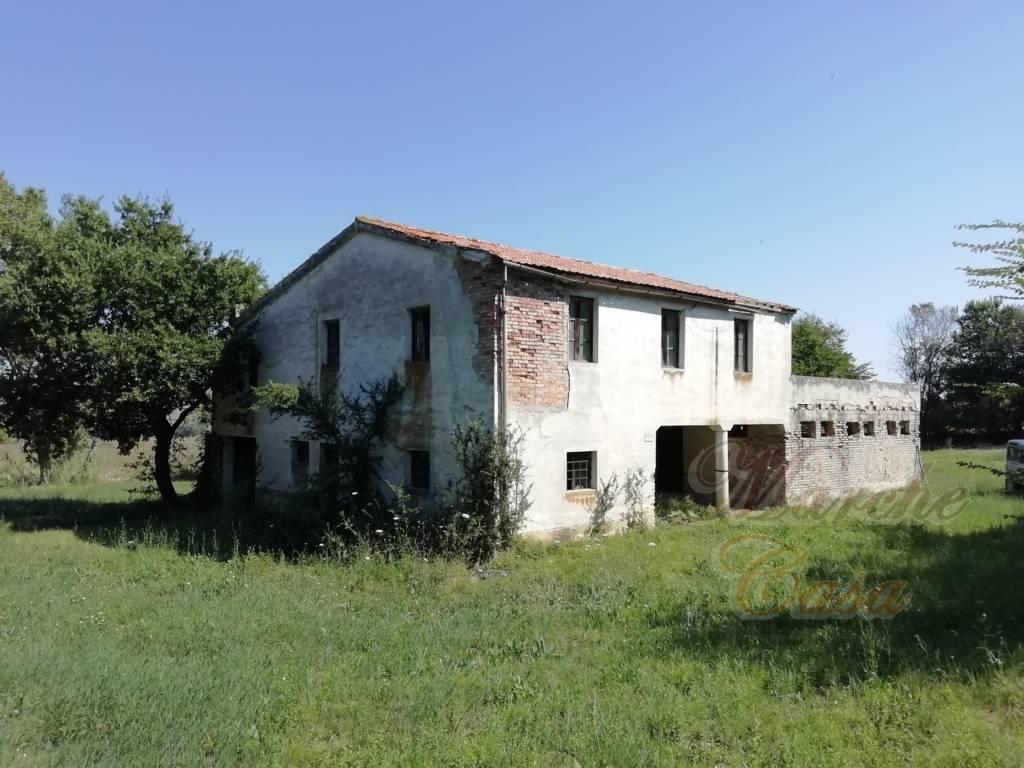 Rustico / Casale in vendita a Cingoli, 12 locali, prezzo € 145.000 | CambioCasa.it