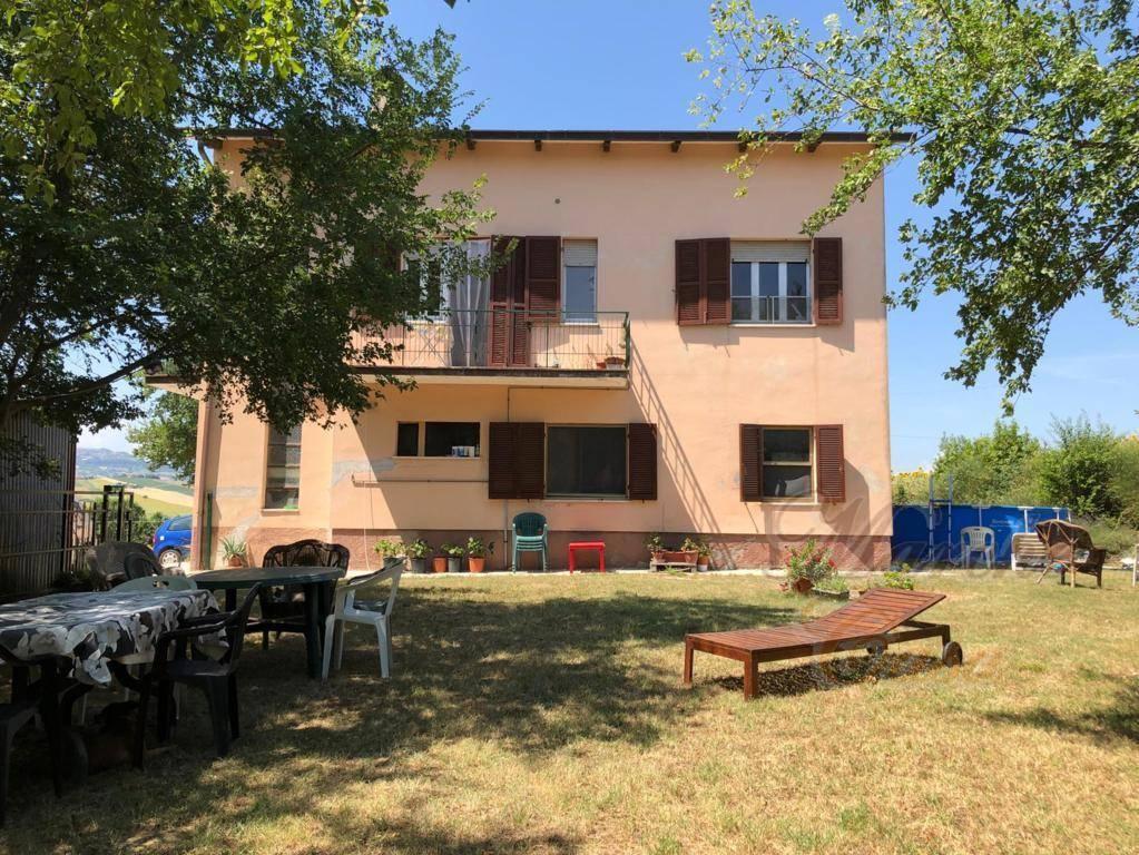 Rustico / Casale in vendita a Cingoli, 10 locali, prezzo € 145.000 | CambioCasa.it