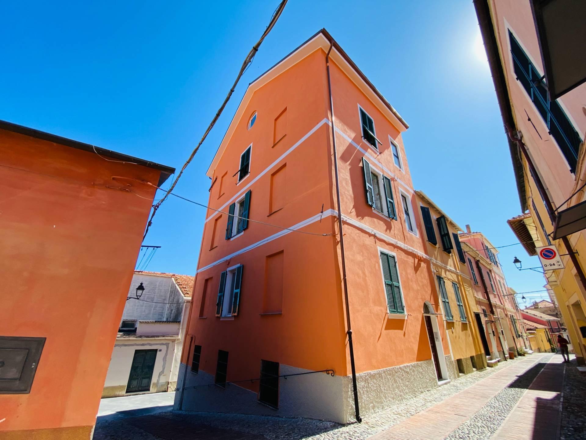 Appartamento in vendita a Diano Castello, 4 locali, prezzo € 145.000   CambioCasa.it