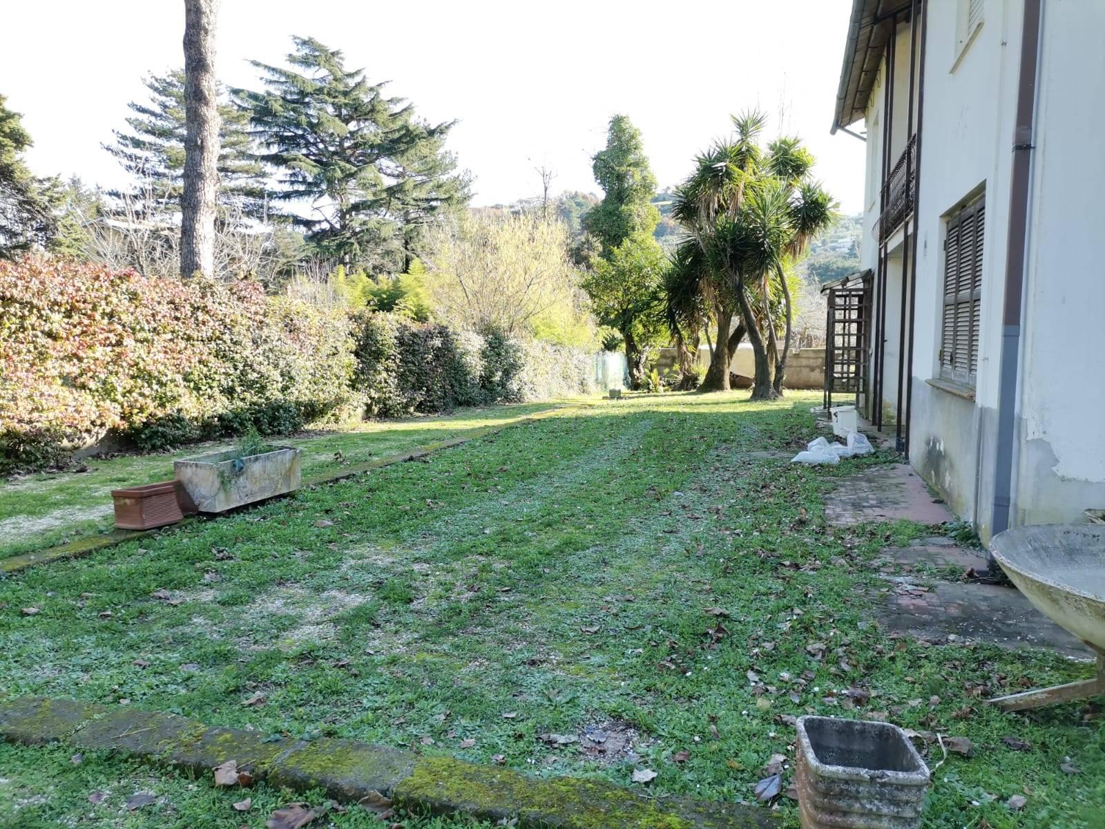 VILLA in Vendita a Albano Laziale (ROMA)