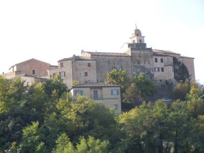 Casa Colonica con Terreno in Vendita a Monsampietro Morico
