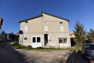 Casa Colonica con Terreno in Vendita a Monte Urano