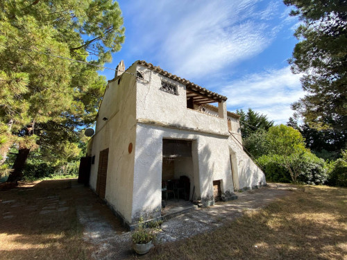 Casa Colonica con Terreno in Vendita a Monterubbiano