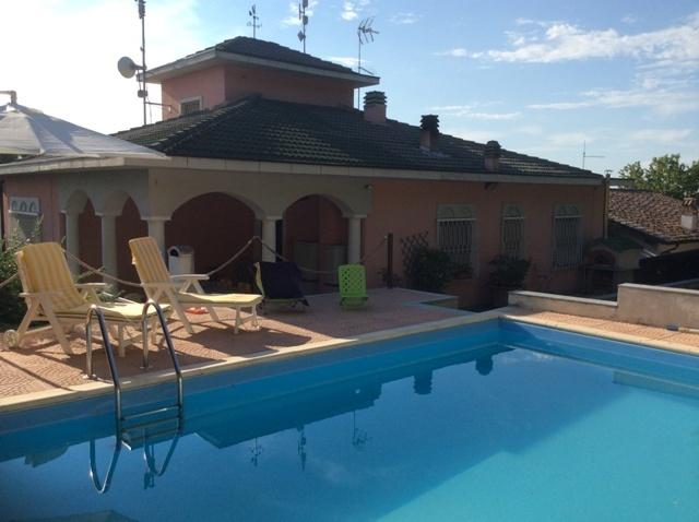 Villa in Vendita a Broni