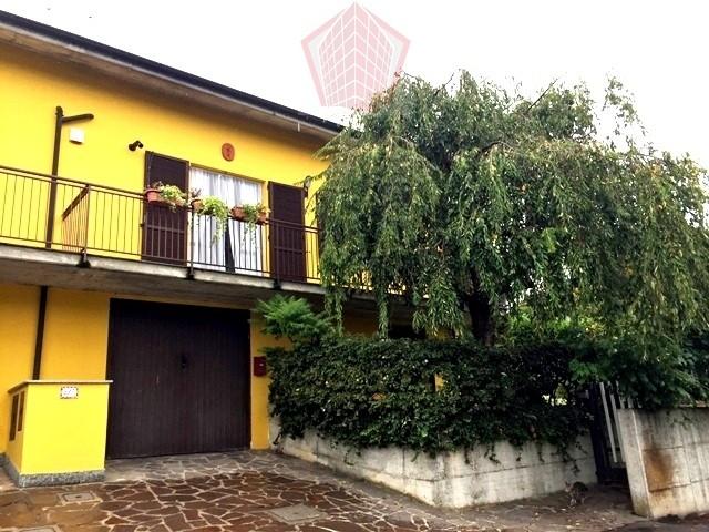 Villa in vendita a Casteggio, 5 locali, prezzo € 220.000 | CambioCasa.it