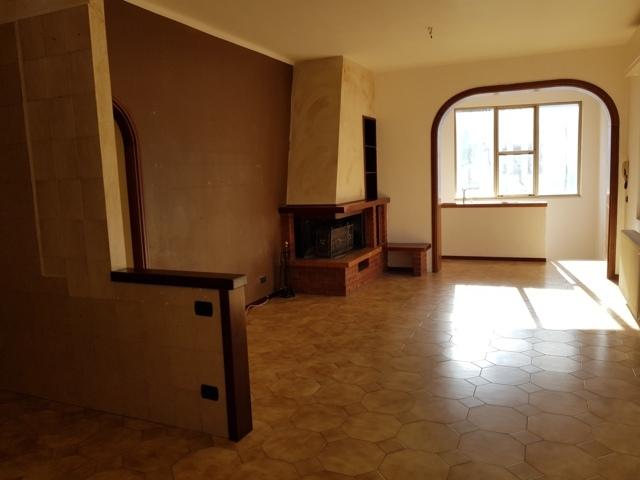 Soluzione Indipendente in affitto a Stradella, 4 locali, prezzo € 450   CambioCasa.it