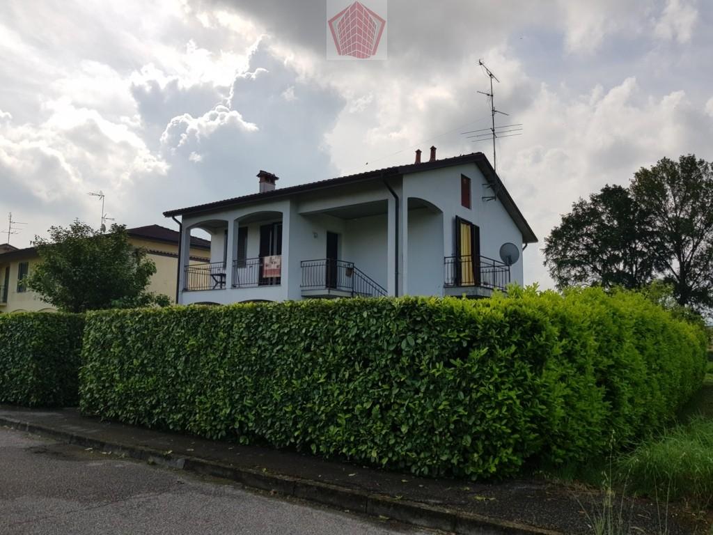 Villa in vendita a San Cipriano Po, 6 locali, prezzo € 180.000 | CambioCasa.it
