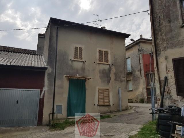 Soluzione Indipendente in vendita a Castana, 3 locali, prezzo € 43.000   CambioCasa.it