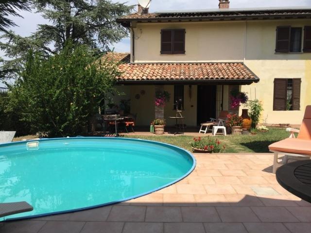 Villa in vendita a San Damiano al Colle, 8 locali, prezzo € 285.000 | CambioCasa.it