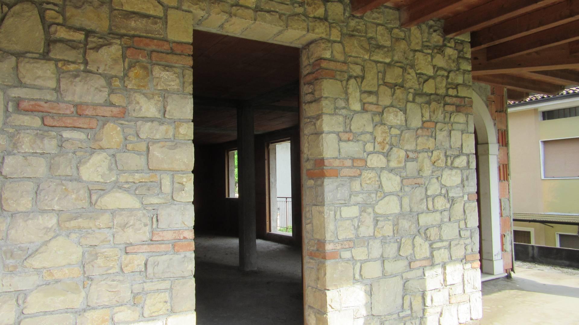 Villa Bifamiliare in vendita a Villa Carcina, 4 locali, zona Zona: Pregno, prezzo € 210.000 | CambioCasa.it