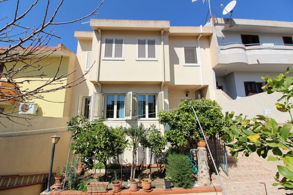 Villa a Schiera in vendita a Sinnai, 5 locali, Trattative riservate | Cambio Casa.it