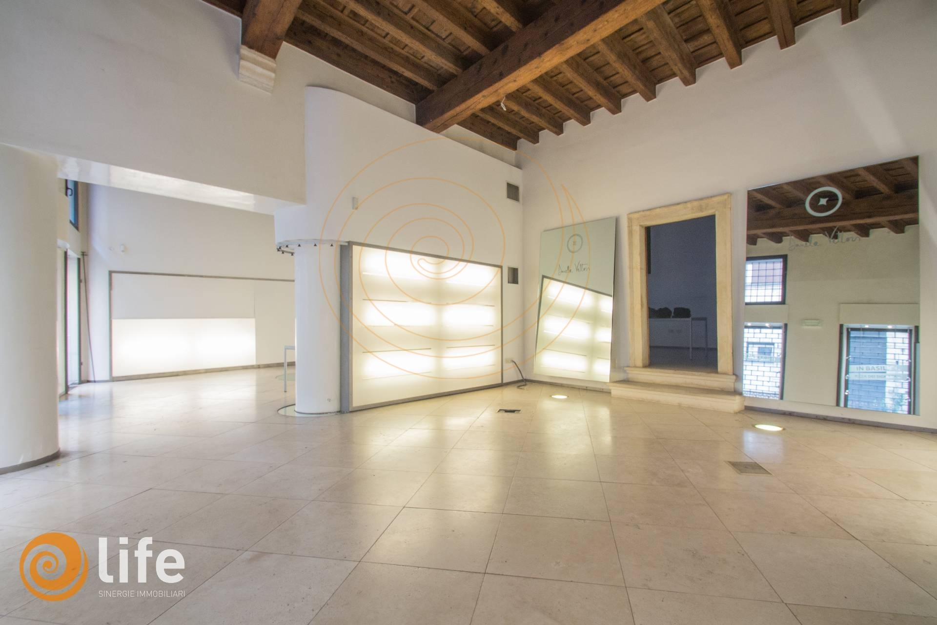 Locale commerciale in affitto a vicenza cod. fr014 loc