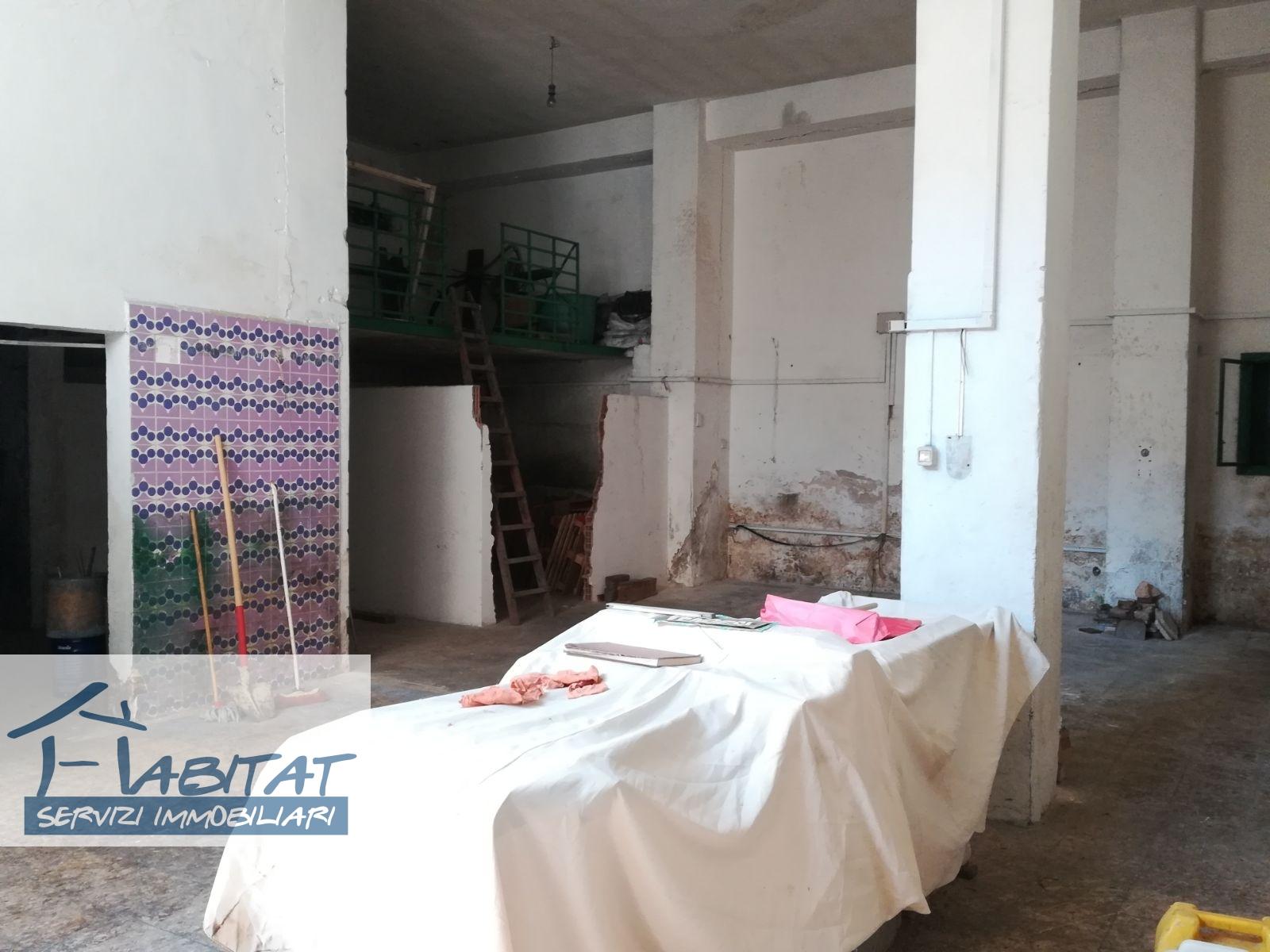 Magazzino in vendita a Agrigento, 1 locali, zona Zona: Centro, prezzo € 99.000 | CambioCasa.it