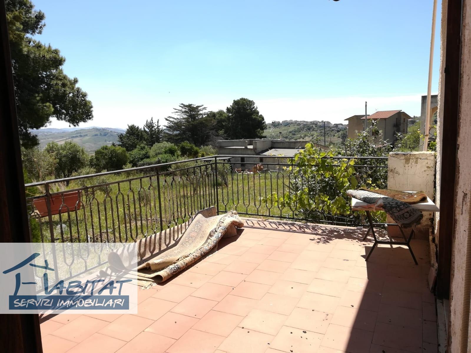 Villa in vendita a Agrigento, 8 locali, zona Zona: Montaperto, prezzo € 80.000 | CambioCasa.it