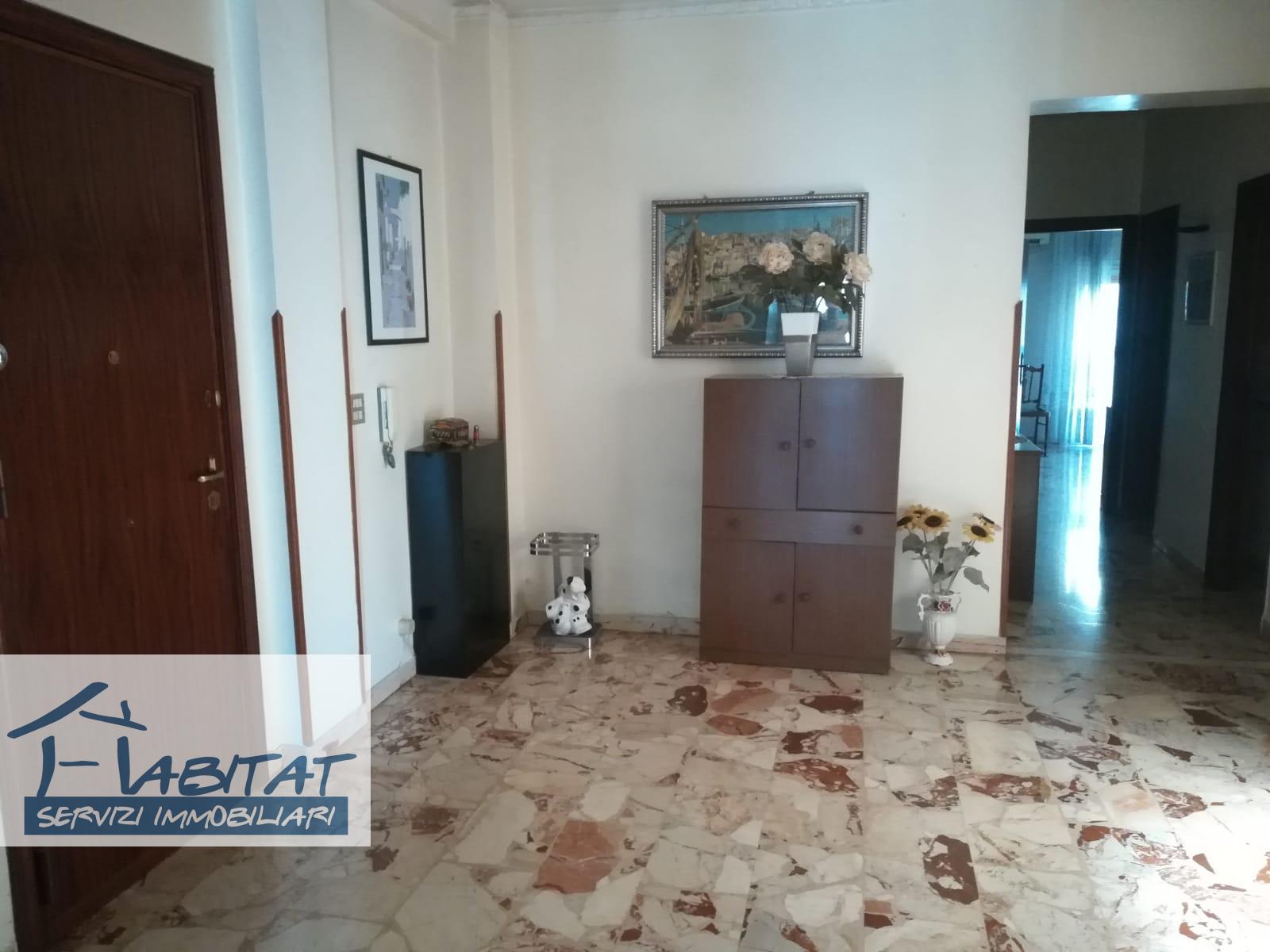 Appartamento in affitto a Agrigento, 5 locali, zona Località: Quadrivio, prezzo € 350 | CambioCasa.it