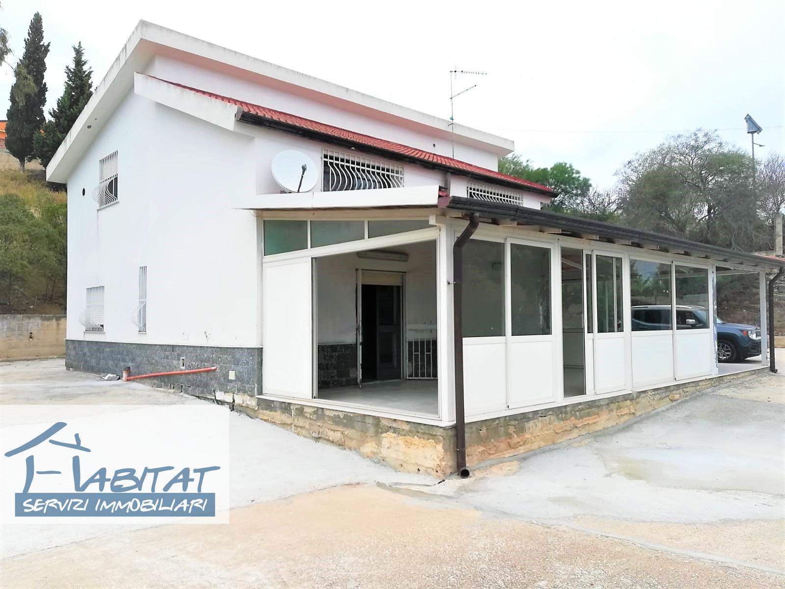 Villa in vendita a Agrigento, 7 locali, zona Zona: Periferia, prezzo € 140.000   CambioCasa.it