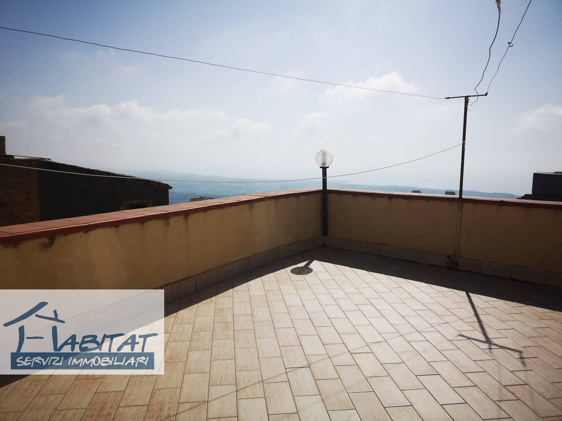 Appartamento in vendita a Agrigento, 6 locali, zona Località: Centrostorico, prezzo € 60.000 | PortaleAgenzieImmobiliari.it